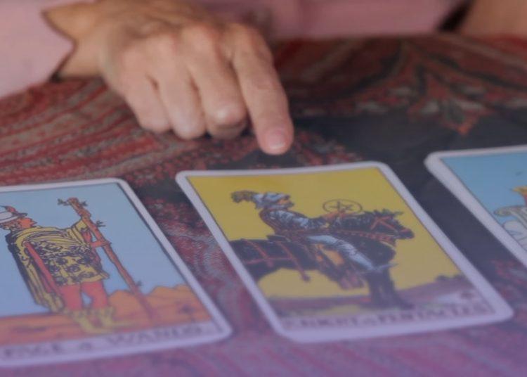 como limpiar las cartas del tarot